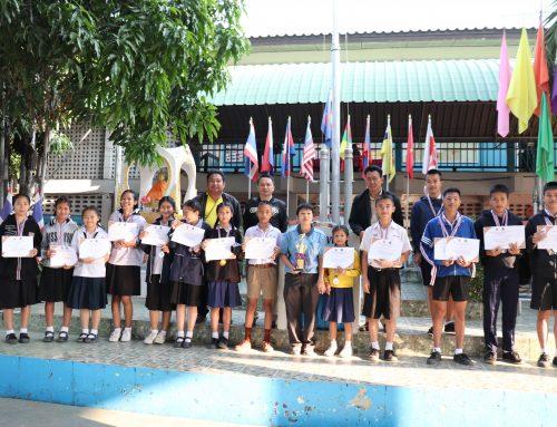 มอบเกียรติบัตรนักเรียนที่ชนะการแข่งขันกีฬานักเรียนอำเภอหางดง