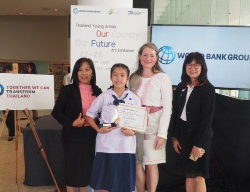ขอแสดงความยินดีกับ เด็กหญิงกินรี จีโน นักเรียนโรงเรียนบ้านสันป่าสัก อำเภอหางดง จังหวัดเขียงใหม่ รับรางวัลธนาคารโลก
